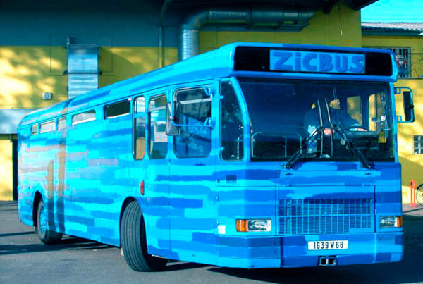 Zicbus. Une art car de Louis Perrin