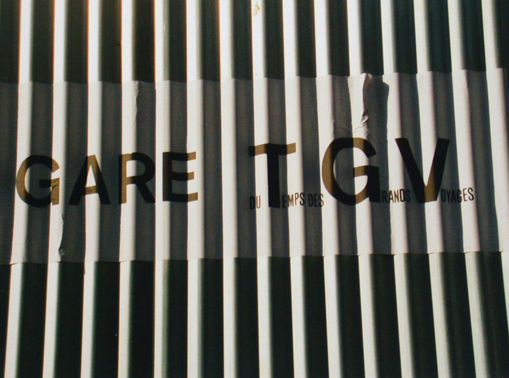Gare du Temps des Grands Voyages (TGV). Une installation de Louis Perrin