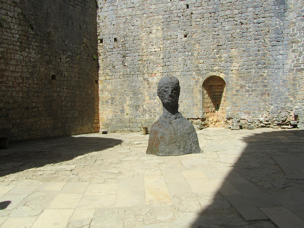 Assaut. Une exposition de sculptures de Louis Perrin