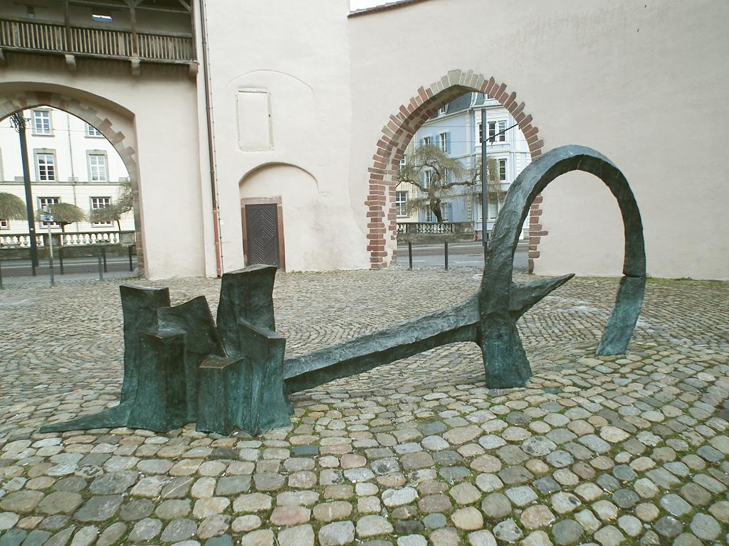 La Clé. Une sculpture de Louis Perrin
