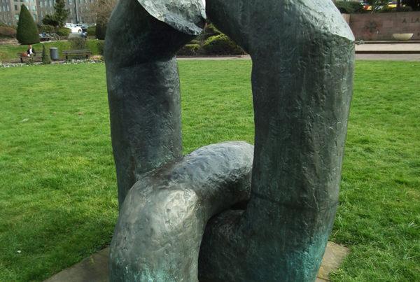 Chaînon brisé. Une sculpture de Louis Perrin