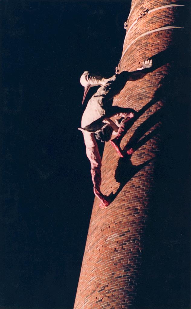 Homme oiseau. Une sculpture de Louis Perrin